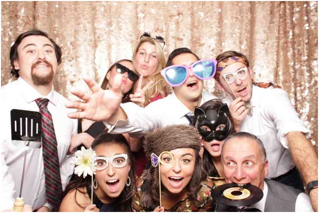 The Most Important Questions That You Need To Ask a Photo Booth Company before Hiring Them
